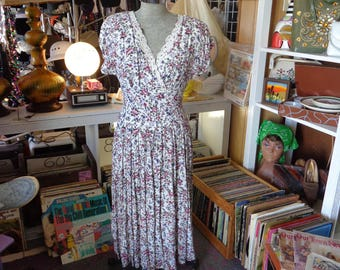 VINTAGE 1980's (1940 Design) B.D.Y. Limited Flowered Rayon Dress - Free Shipping (available)