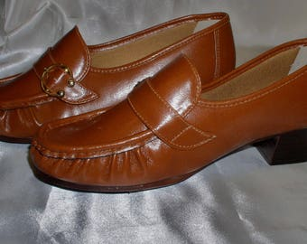 SOFT MOCS, medium heel, woman's casual shoes, never worn, Tan, 1 Vintage pair