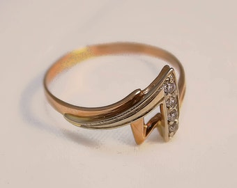 Female gold ring 14K triangular with transparent cubic zirkonia, ring size 8