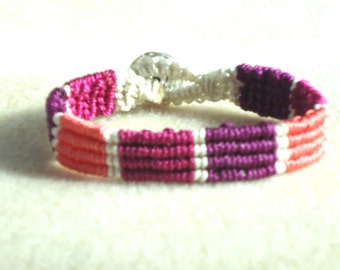 Macrame bracelet, micro macrame, knotted jewelry, boho jewelry, hippie, chic