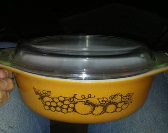 Vintage 1.5 Qt Pyrex Old Orchard Casserole Dish with Lid