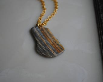 Natural striped shell pendant necklace
