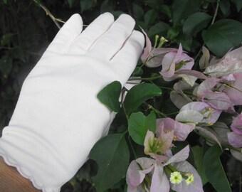 Pink Vintage Gloves Scalloped Edging