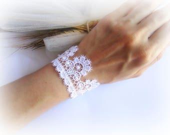 White lace bracelet, bridesmaid lace bracelet, embroidered lace bracelet, wedding lace bracelet, white bridal bracelet, lace jewelry