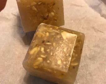Honey oats & almond beeswax cubes