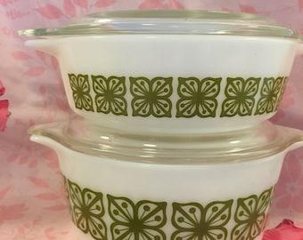 Vintage Pyrex 2 verde casseroles.