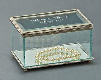 Engraved Glass Keepsake Box, Bridesmaid's Gifts, Gifts for Her, Gifts for Wife, Gifts for Daughter, Gifts for Mom