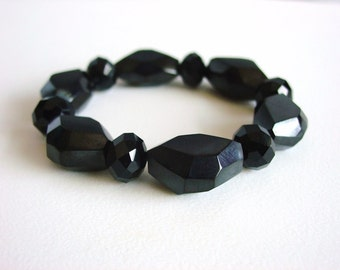 Faceted Chunky Black Resin Beaded Bracelet / Black / Statement Bracelet / Chunky / Lightweight / Resin / Modern / Simple / Bold / Gift