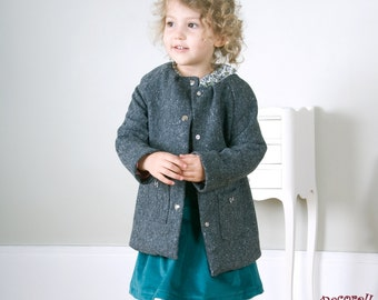 Girls coat in gray wool with pockets