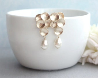 Gold Grape, Ivory Teardrop Pearls Earrings.  Ivory Pearls Matte Gold Earrings. Flower Earring. Bridesmaid Gift. Maid of Honor. Summer. Fall