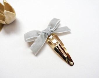 Light Grey Velvet Bow: Snap Clip