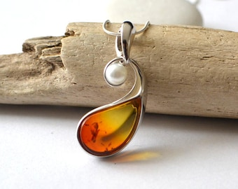 Amber Necklace, Pearl Amber Pendant, Amber and Pearl Necklace, Natural Amber Jewelry, Pearl Gift Jewelry, River Pearl and Amber Pendant