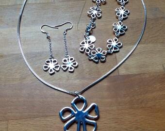 Silver flower jewellery set - necklace, earrings, and bracelet