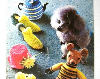 Bazaar Novelties and Gifts Pattern Booklet by Patons Beehive No 115 Knitting Crochet Patterns Tea Cosies Slippers Dog Coats Toys Clown Cat