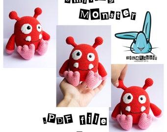 Smiling monster - amigurumi crochet pattern. Languages: English, Danish.