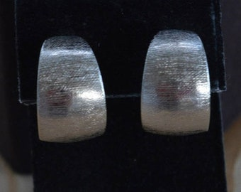 On sale Brushed Silver tone Wide Hoop Clip Earrings, Vintage (I13)