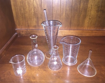 Vintage Pyrex science chemistry lab glass beaker set