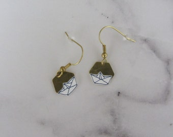 Earrings with paper boats on brass plate/handmade/hand drawing/lines/gold/graphic/Hexagon/Paperboat/earrings