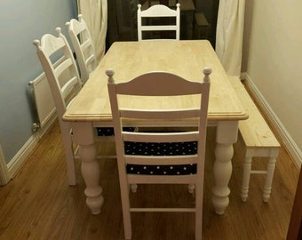 Beautiful 6ft x 3ft Table and Chair/Bench Set