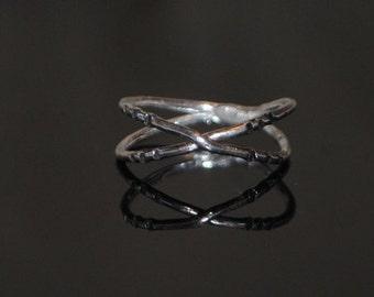 X-marks the Spot midi ring