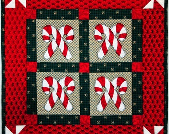 Candy Canes Mini Quilt Table Topper