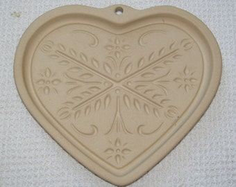 Heart-shaped stone cookie mold