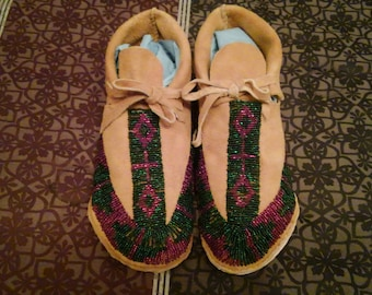 Women's Lakota hard sole moccasins in size 6 1/2