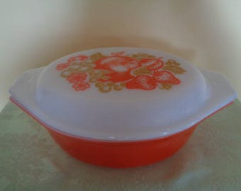 Beautiful 043 Orange Fiesta Fruit 1 1/2 QT 2 pc Covered Casserole Pyrex
