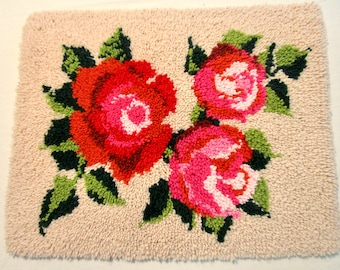 """Vintage Latch Hook Rug Huge Large Roses Hand Made Wall Hanging Pillow 21 1/2"""" x 27 1/2"""" Red Pink"""