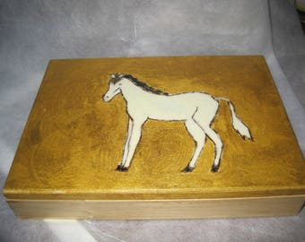 A HORSE CARVED WOODEN BOX