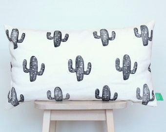 Cushion cover with black cacti, hand-stamped