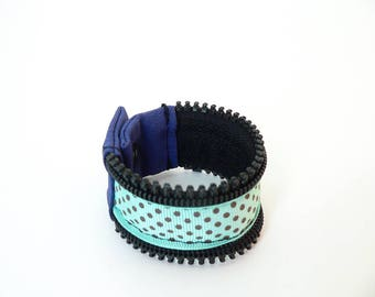 Zipper wristband with dots pattern, turquoise, black and blue, recycled zipper, snap button - eco-responsible, upcyceld zip, ecofriendly