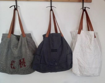 Linen bag with leather strap. Vintage fabric recycled.