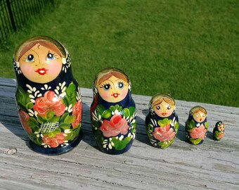 Vintage nesting dolls set of 5