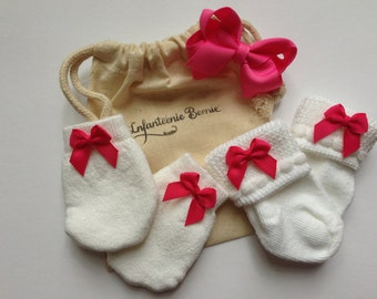 NEWBORN SOCKS & MITTENS, newborn girl socks, newborn girl mittens, newborn socks with bow, no scratch mittens, baby socks, baby mittens