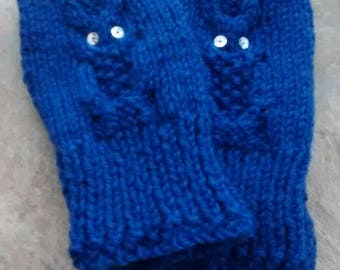 Hand-knitted owl mitts.
