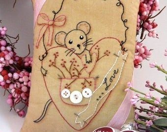 Valentine Love Mouse embroidery Pattern PDF - primitive stitchery heart pillow pinkeep tag pin cushion tuck