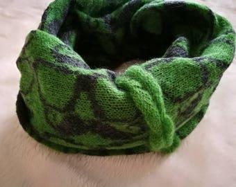 Double wrap snood, cirkle scarf, moustache, green scarf, green, loop scarf, neck warmer, winter scarf, plaid scarf, cozy, glasses, knit cowl