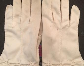 1940s Ivory Women's driving gloves