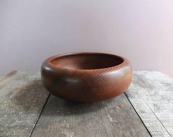 Vintage Hand-Turned Cedar Wood Bowl / Wood Bowl / Fruit Bowl  / Salad Bowl / Vintage Wood Bowl / Large Wood Bowl