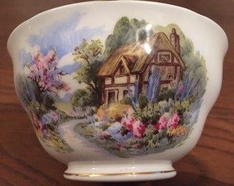 Small Royal Vale vintage bowl