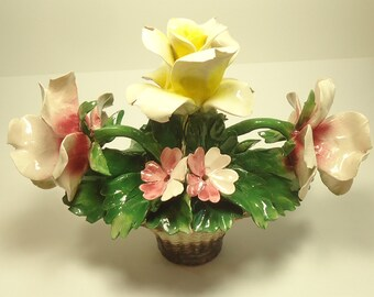 Beautiful Nuova Capodimonte Or Capo Di Monte Porcelain Rose Boquet In Basket