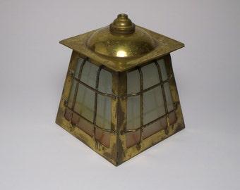 Antike 1930er Jahre Kunsthandwerk Messing und Glas-Windlicht