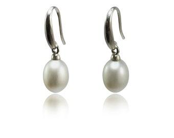 Mother's Day Earrings  • Pearl Earrings • Pearl Drops • Pearl & Silver Earrings • White Pearl Earrings • Bridal Earrings • Wedding Earrings
