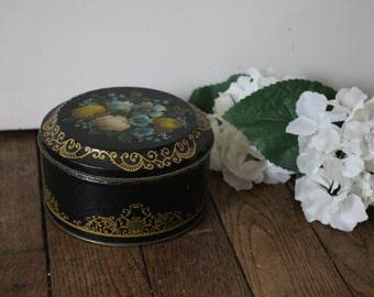 Beautiful vintage candy tin, biscuit box, container, from England, 1991