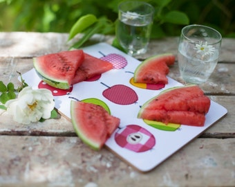 Cutting board with syko apples