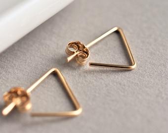 Triangle earrings. Minimalist gold earrings. Modern triangle earrings. Geometric earrings. Gold filled earrings. pease