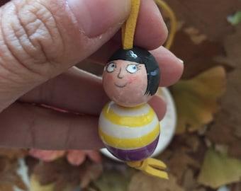 Medium long necklace with ceramic girl