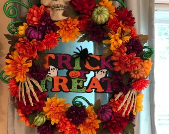 Halloween trick or treat wreath