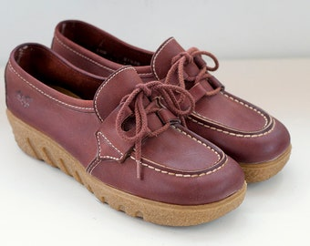 Vintage 70s, Old Maine Trotters, Lace Up Loafer, gum sole Shoes, Woman Size 6.5